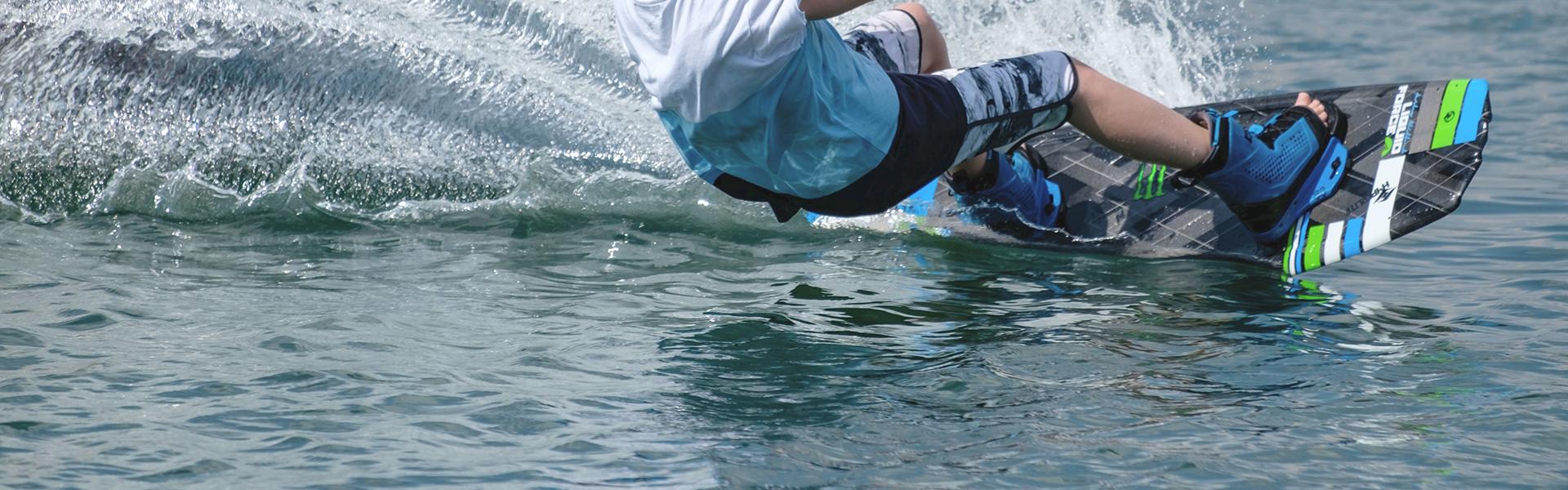 foto principal de la actividad acuática de wakeboard por ski pepe watersports ibiza