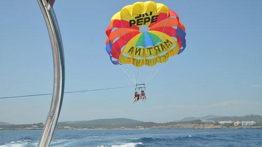 foto inicio de la actividad de parasailing ski pepe watersports