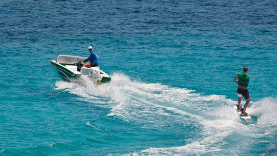deporte acuático wakeboard en Ibiza, Es canar